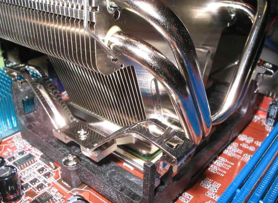 Install CPU Heatsink